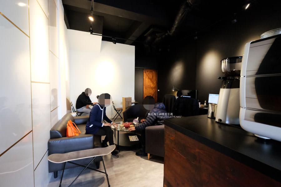 20171219142110 69 - 深島咖啡Deep Island Coffee-天氣好冷.來杯暖呼呼的深島設計珈琲店的招牌咖啡