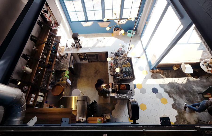 20171223015926 36 - Pluto Espressoria-咖啡館新打卡點.迷人的藍色系雙店面及店長小寶