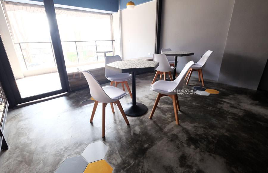 20171223015928 65 - Pluto Espressoria-咖啡館新打卡點.迷人的藍色系雙店面及店長小寶