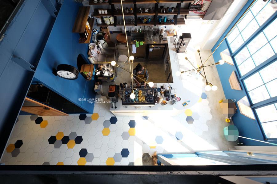 20171223015931 44 - Pluto Espressoria-咖啡館新打卡點.迷人的藍色系雙店面及店長小寶