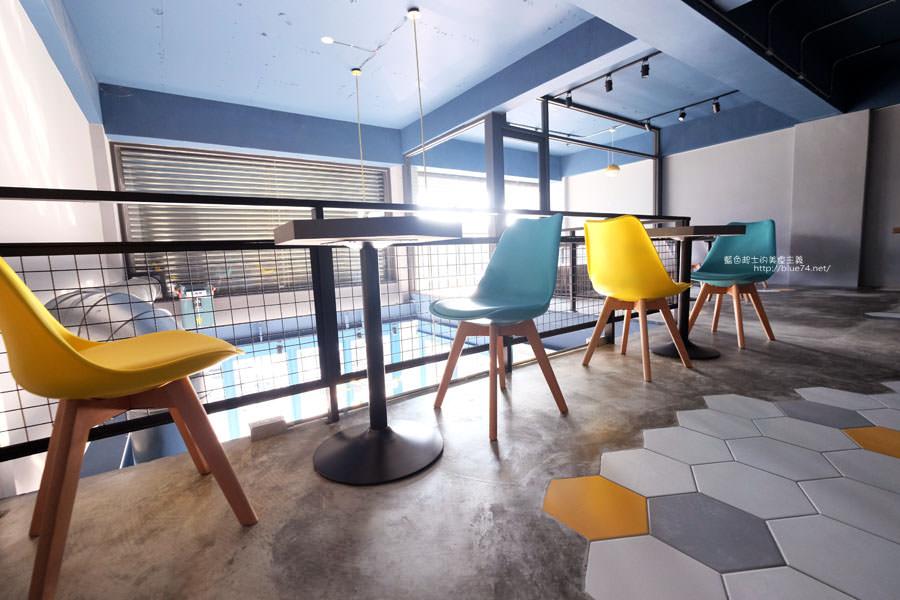 20171223015933 22 - Pluto Espressoria-咖啡館新打卡點.迷人的藍色系雙店面及店長小寶