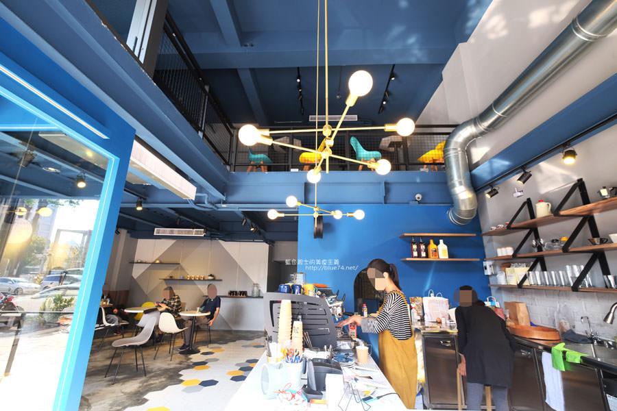 20171223015935 83 - Pluto Espressoria-咖啡館新打卡點.迷人的藍色系雙店面及店長小寶