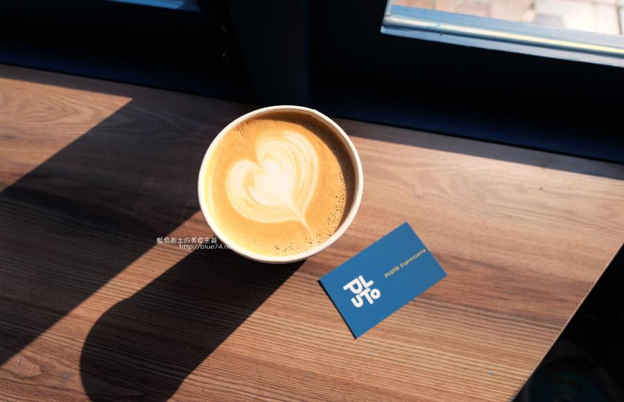 20171223015936 19 - Pluto Espressoria-咖啡館新打卡點.迷人的藍色系雙店面及店長小寶