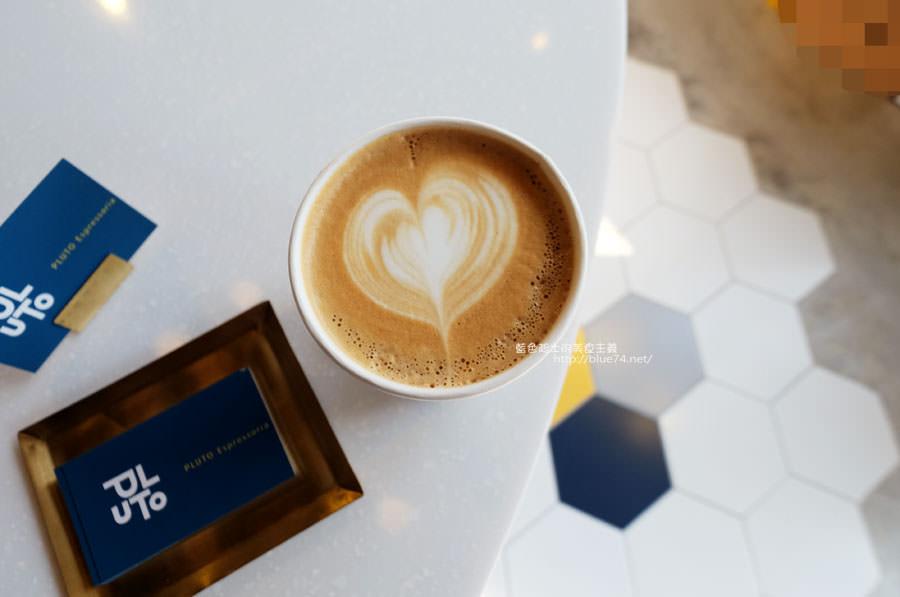 20171223015938 74 - Pluto Espressoria-咖啡館新打卡點.迷人的藍色系雙店面及店長小寶
