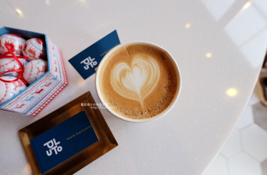 20171223015939 76 - Pluto Espressoria-咖啡館新打卡點.迷人的藍色系雙店面及店長小寶