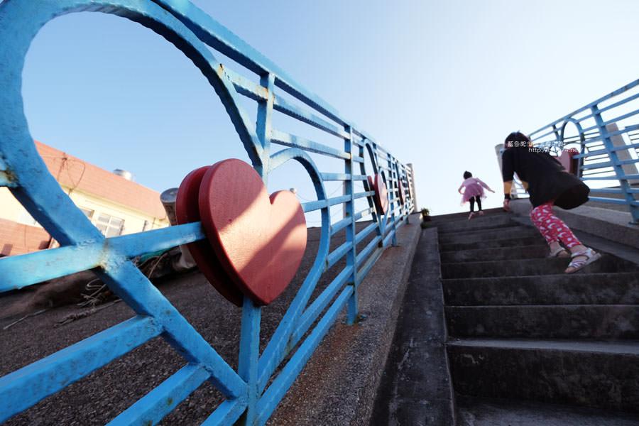 20171223232358 79 - 麗水漁港-百年漁港變身希臘風格拍照打卡景點.還有龍井堤防自行車道西瓜皮休憩座位區跟彩虹廊道喔