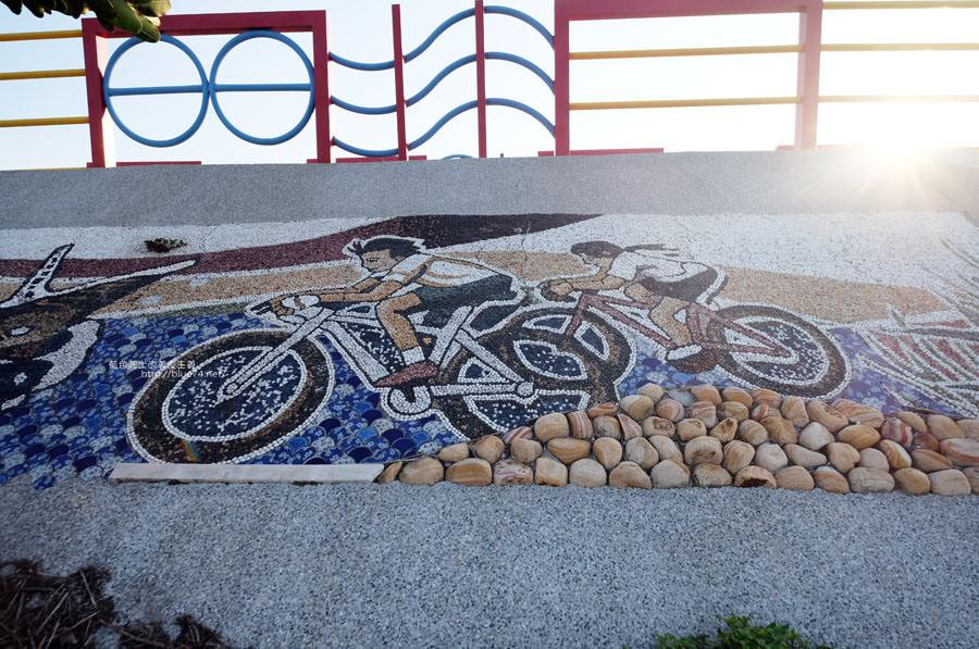 20171223232420 74 - 麗水漁港-百年漁港變身希臘風格拍照打卡景點.還有龍井堤防自行車道西瓜皮休憩座位區跟彩虹廊道喔