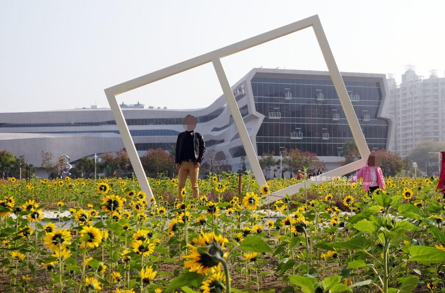 20180102001325 14 - 國立公共資訊圖書館-到台中圖書館看書順便賞花拍照.復興建成營區空地變身繽紛花海