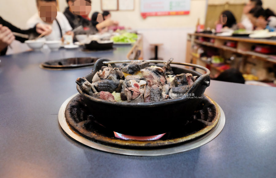 20180103014445 65 - 阿里郎迷你火鍋-整罐米酒的燒酒雞.蒜頭雞有滿滿的蛤蜊和蒜頭