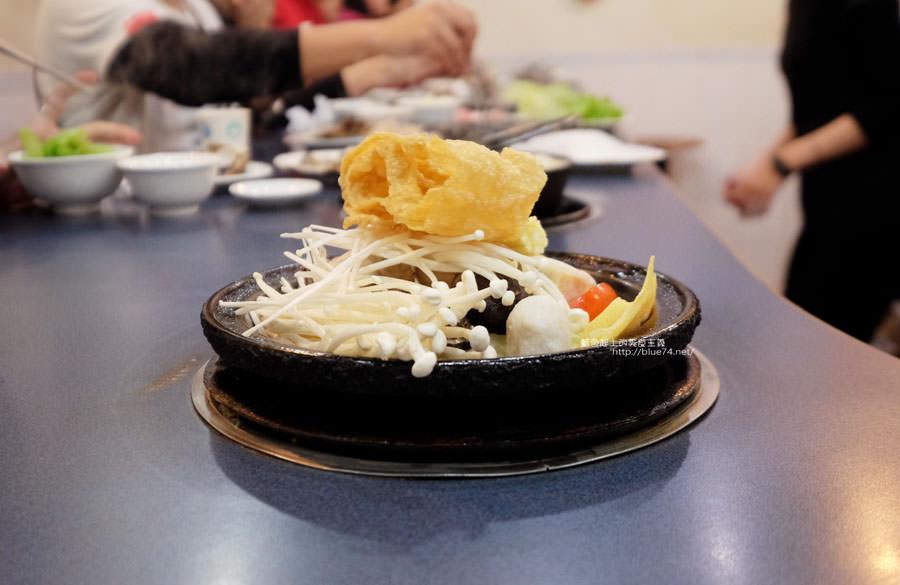 20180103014451 1 - 阿里郎迷你火鍋-整罐米酒的燒酒雞.蒜頭雞有滿滿的蛤蜊和蒜頭