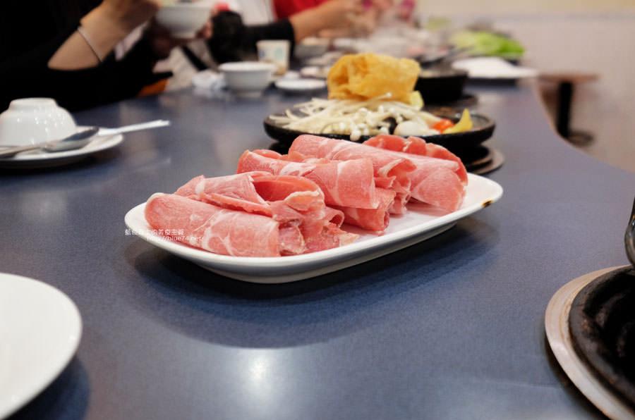 20180103014452 10 - 阿里郎迷你火鍋-整罐米酒的燒酒雞.蒜頭雞有滿滿的蛤蜊和蒜頭