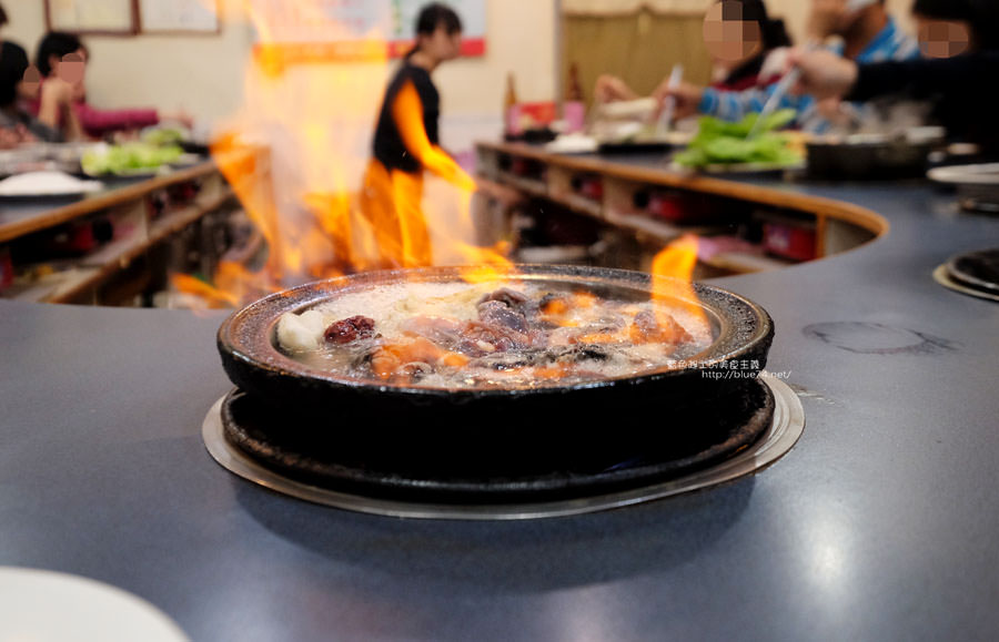 20180103014501 27 - 阿里郎迷你火鍋-整罐米酒的燒酒雞.蒜頭雞有滿滿的蛤蜊和蒜頭