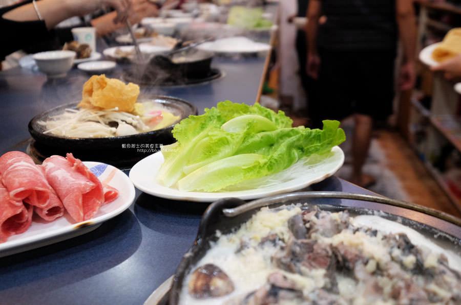 20180103014503 96 - 阿里郎迷你火鍋-整罐米酒的燒酒雞.蒜頭雞有滿滿的蛤蜊和蒜頭