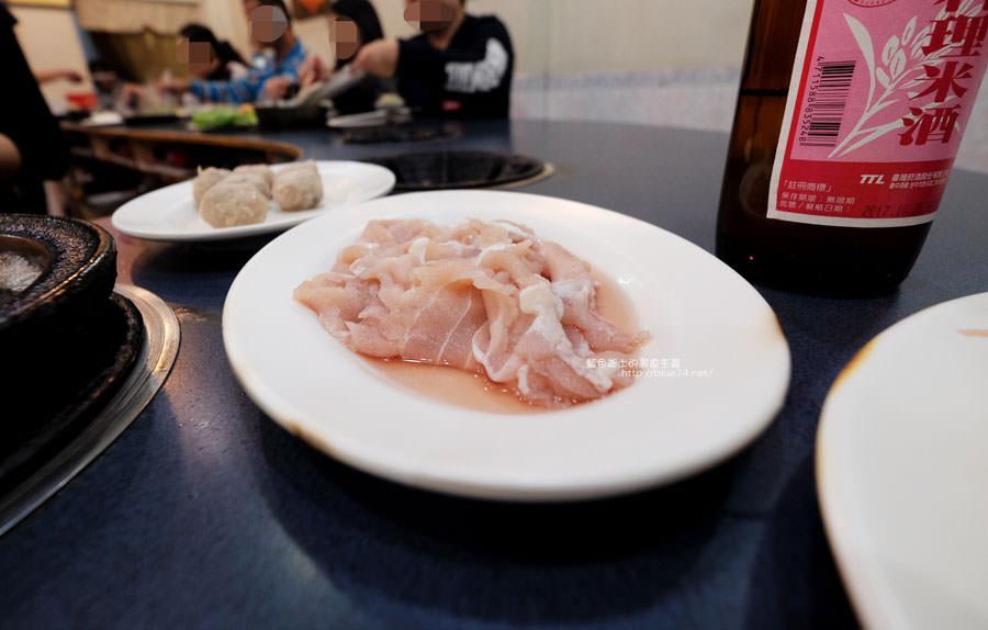 20180103014505 14 - 阿里郎迷你火鍋-整罐米酒的燒酒雞.蒜頭雞有滿滿的蛤蜊和蒜頭