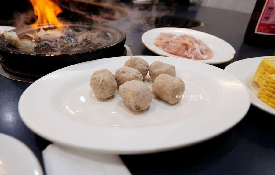 20180103014506 72 - 阿里郎迷你火鍋-整罐米酒的燒酒雞.蒜頭雞有滿滿的蛤蜊和蒜頭