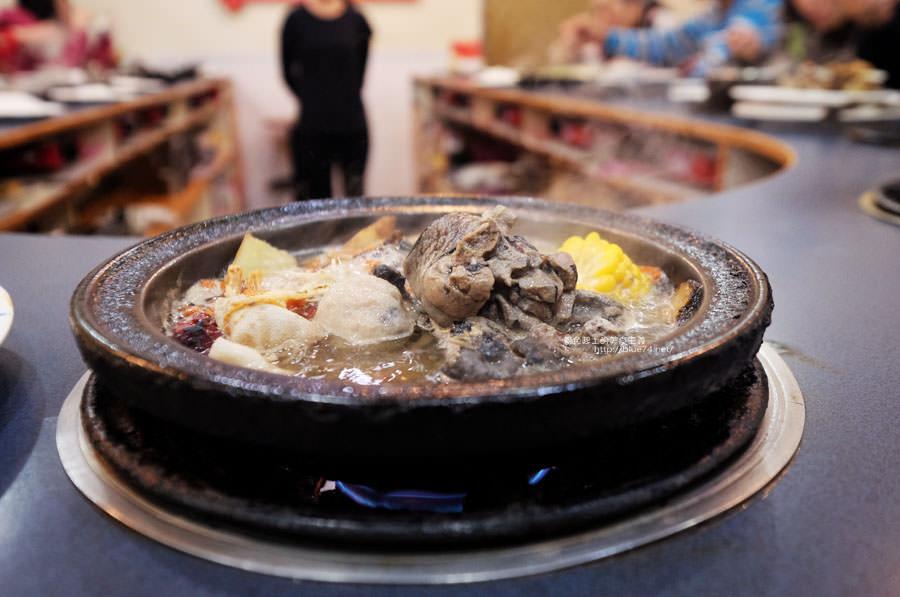 20180103014507 59 - 阿里郎迷你火鍋-整罐米酒的燒酒雞.蒜頭雞有滿滿的蛤蜊和蒜頭