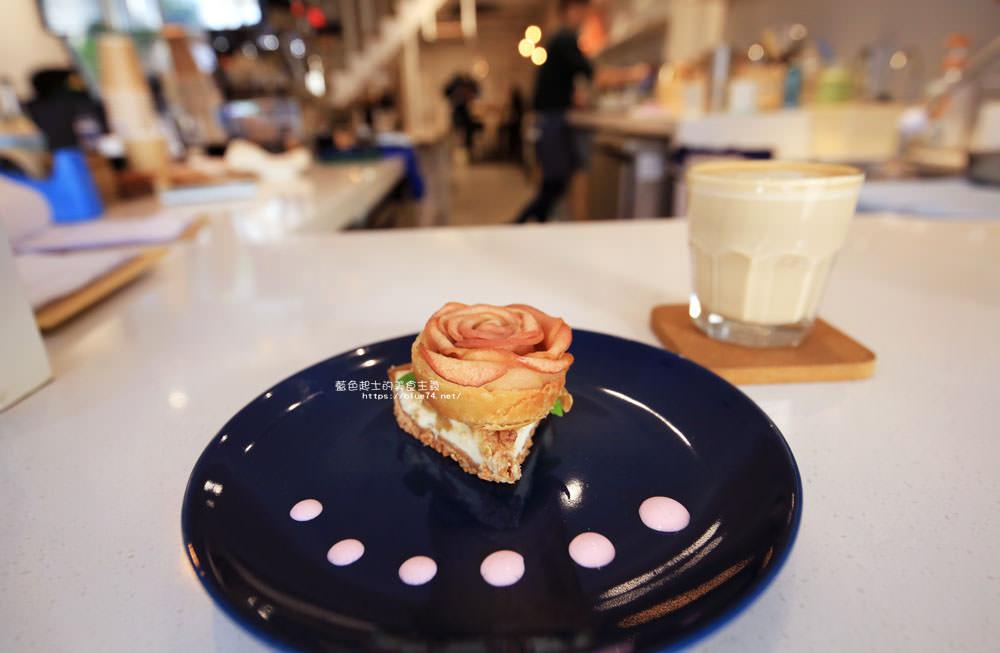彰化員林│二本咖啡-白色系簡約裝潢.有早午餐和甜點的咖啡館