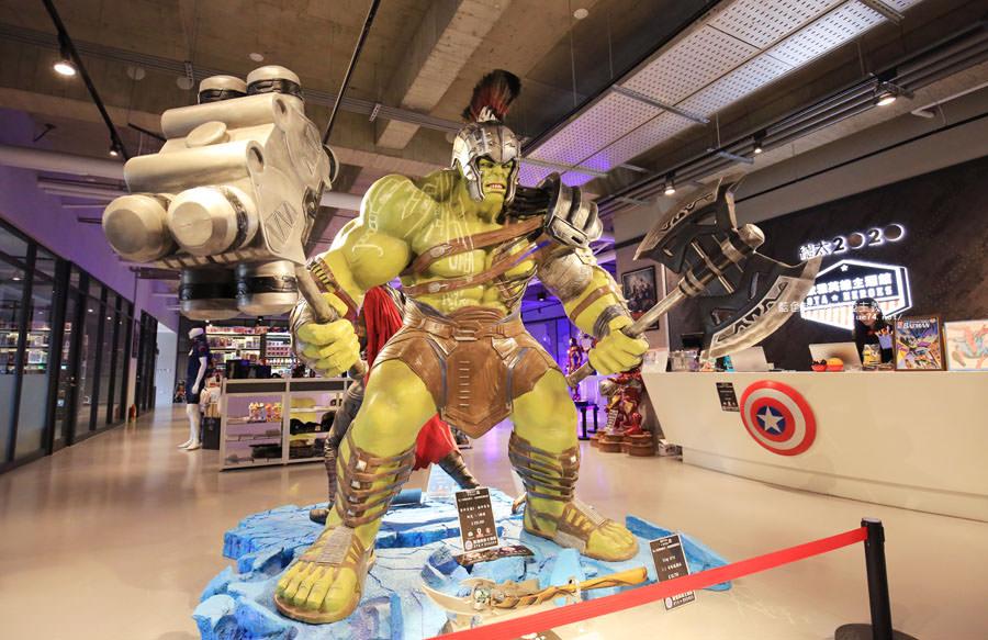 20180222112647 28 - 歐雅英雄主題館-各大英雄公仔與雕像.彩虹球池和溜滑梯.都在總太2020接待中心的二樓.免費參觀