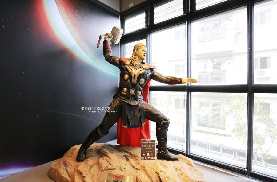 20180222112649 3 - 歐雅英雄主題館-各大英雄公仔與雕像.彩虹球池和溜滑梯.都在總太2020接待中心的二樓.免費參觀