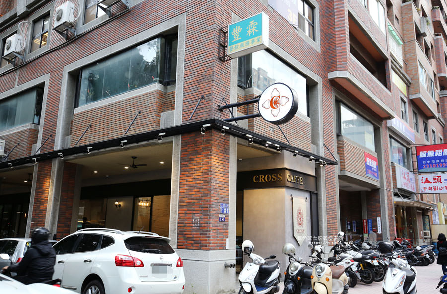 20180224013703 98 - Cross Caffe就享手沖單品義式咖啡-十字街角光線充足咖啡館