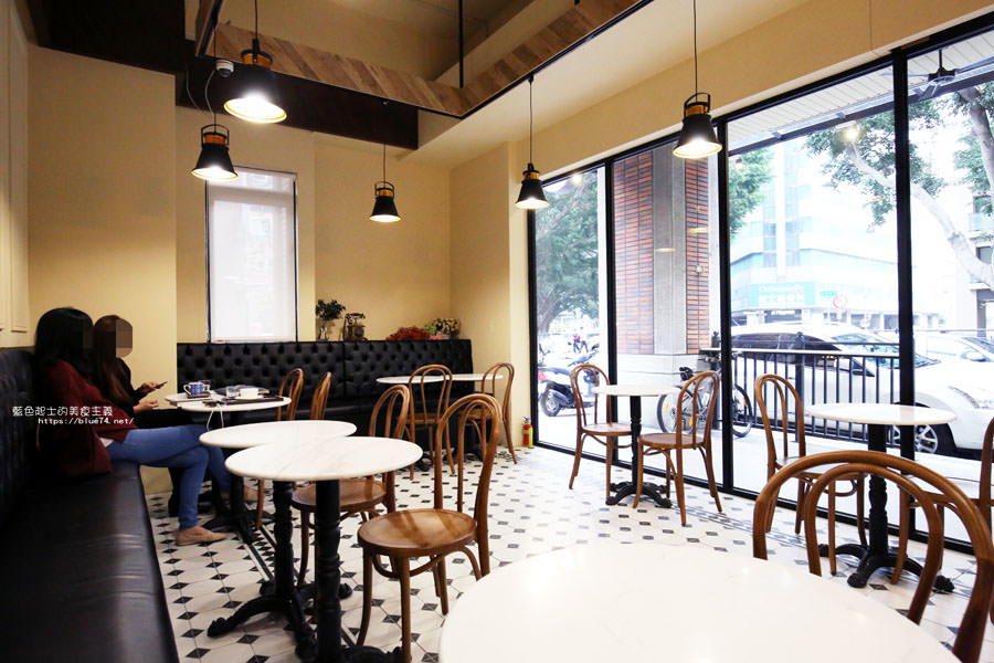 20180224013708 9 - Cross Caffe就享手沖單品義式咖啡-十字街角光線充足咖啡館