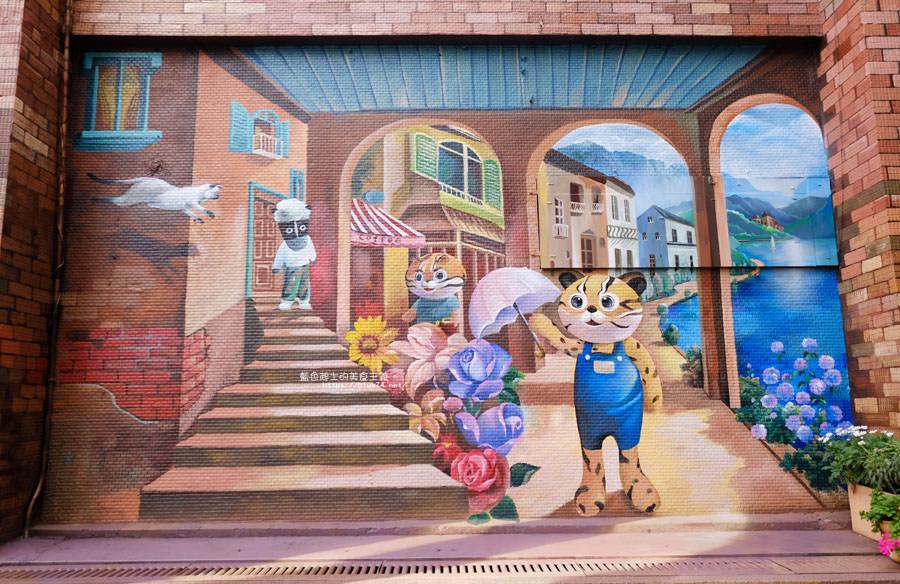 20180314173208 46 - 太平區公所3D石虎家族彩繪-兩層樓高的彩繪牆.石虎家族和花卉主題吸睛好看