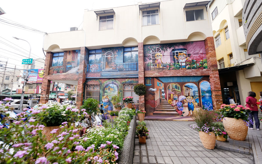 20180314173212 11 - 太平區公所3D石虎家族彩繪-兩層樓高的彩繪牆.石虎家族和花卉主題吸睛好看