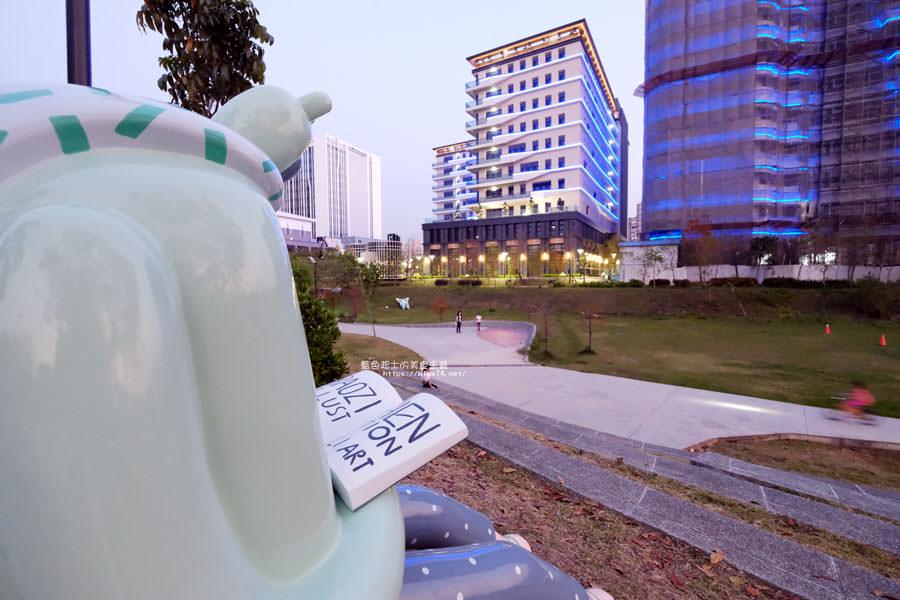 20180318014101 17 - 東湖公園-新打卡點.閱讀熊超人和午睡熊超人晚上更浪漫好拍.台中軟體園區Dali Art藝術廣場旁