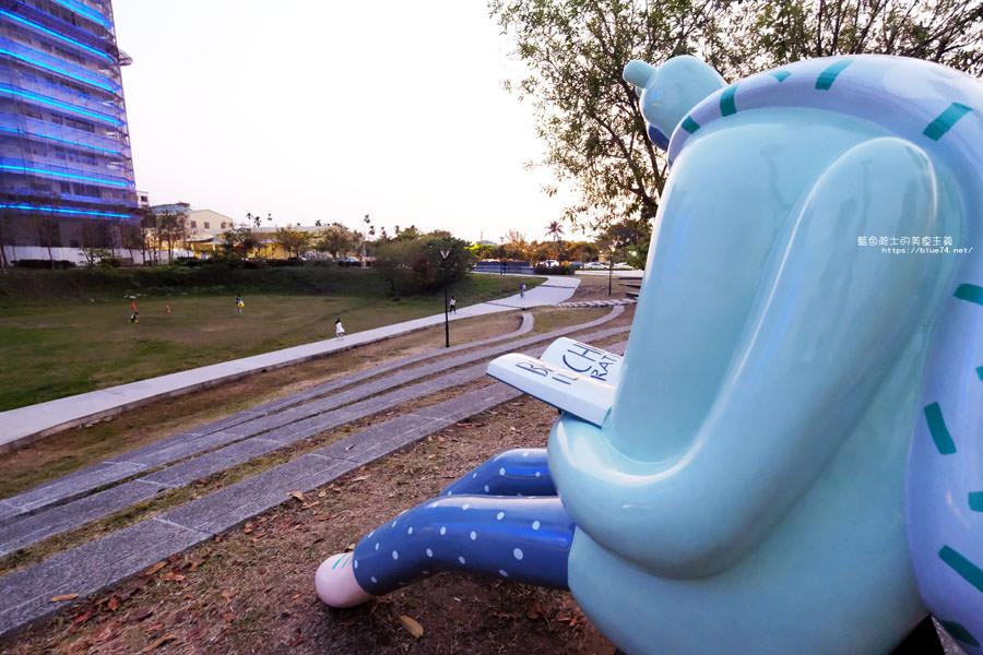 20180318014103 29 - 東湖公園-新打卡點.閱讀熊超人和午睡熊超人晚上更浪漫好拍.台中軟體園區Dali Art藝術廣場旁