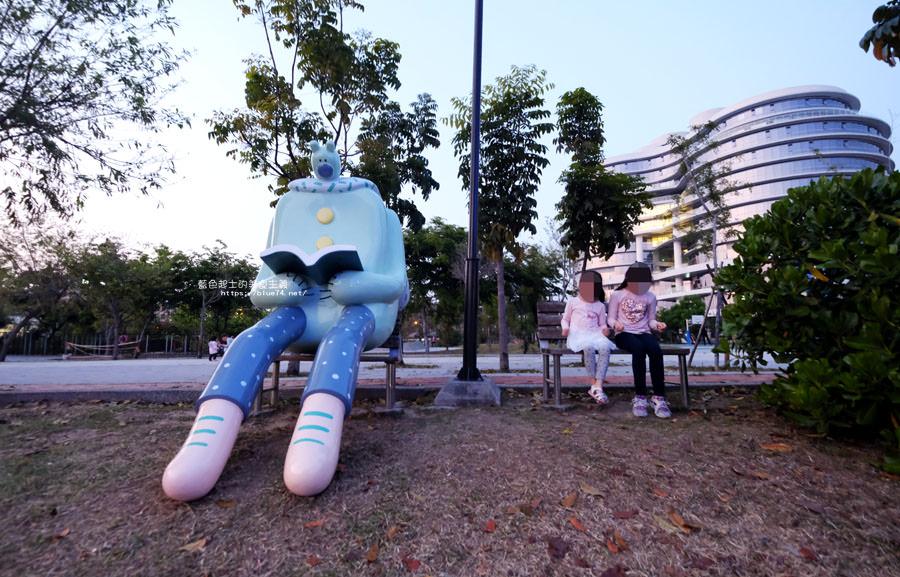20180318014104 35 - 東湖公園-新打卡點.閱讀熊超人和午睡熊超人晚上更浪漫好拍.台中軟體園區Dali Art藝術廣場旁