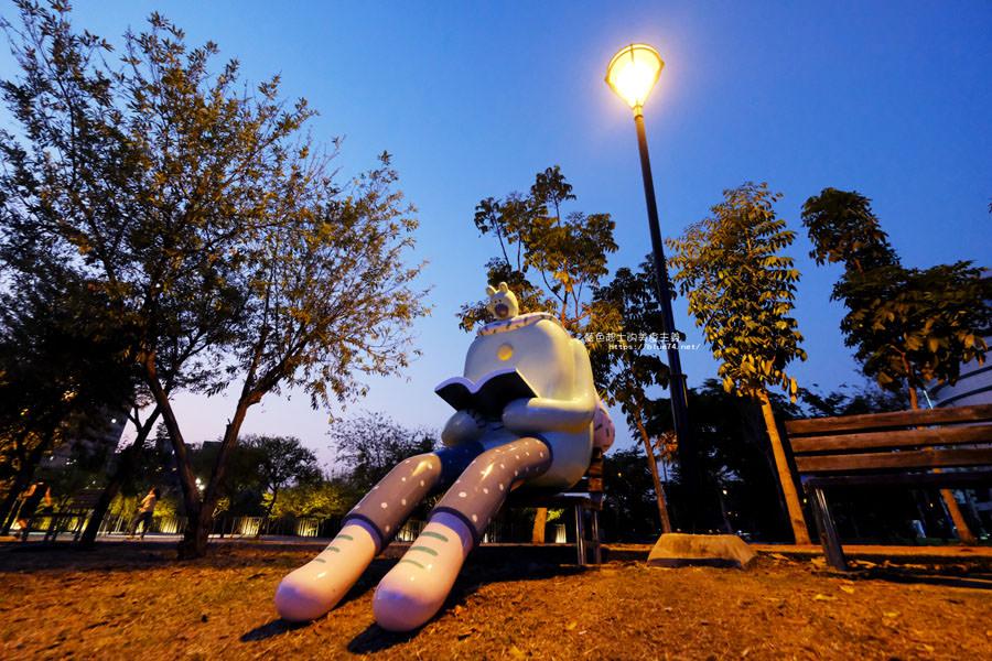 20180318014110 68 - 東湖公園-新打卡點.閱讀熊超人和午睡熊超人晚上更浪漫好拍.台中軟體園區Dali Art藝術廣場旁