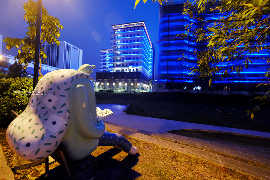 20180318014112 28 - 東湖公園-新打卡點.閱讀熊超人和午睡熊超人晚上更浪漫好拍.台中軟體園區Dali Art藝術廣場旁