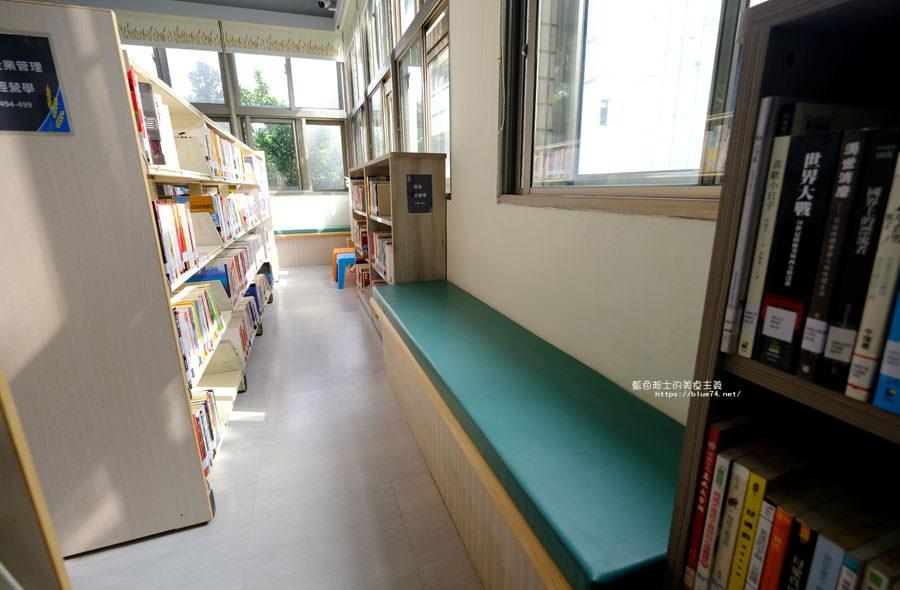 20180329105436 65 - 大雅圖書館│空間大改造的20年圖書館.大片玻璃有著大雅國小的綠意與充足光線
