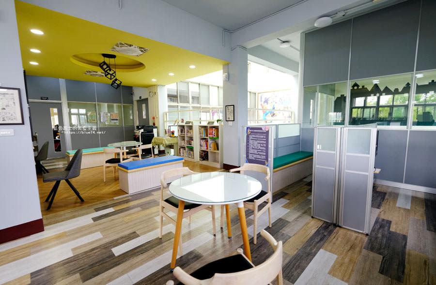 20180329105438 60 - 大雅圖書館│空間大改造的20年圖書館.大片玻璃有著大雅國小的綠意與充足光線