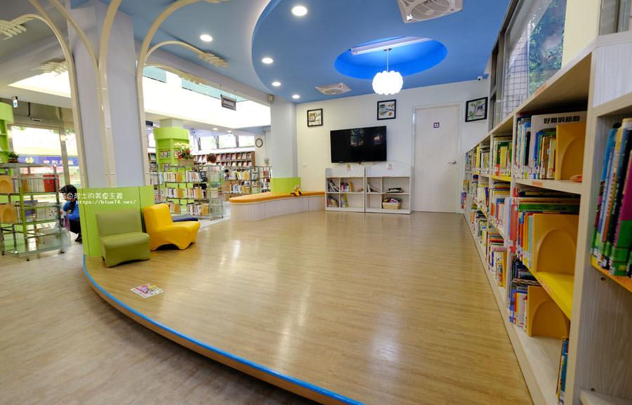 20180329105453 30 - 大雅圖書館│空間大改造的20年圖書館.大片玻璃有著大雅國小的綠意與充足光線