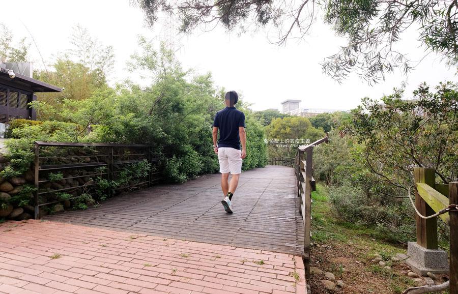 20180415012252 60 - 東大公園-中科秘境.鮮豔九重葛花牆爆開.裡面還有諾亞方舟步道可悠閒散步