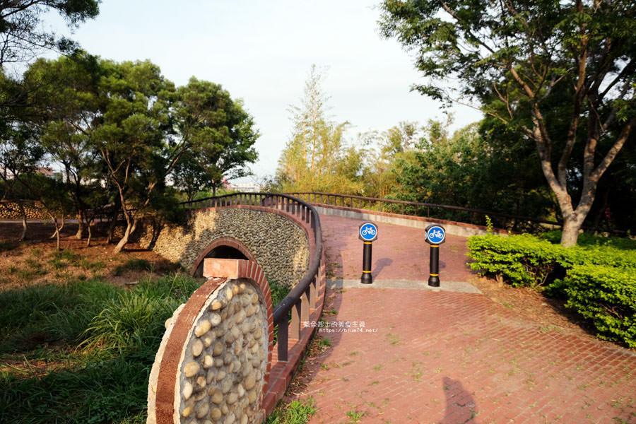 20180415012331 10 - 東大公園-中科秘境.鮮豔九重葛花牆爆開.裡面還有諾亞方舟步道可悠閒散步