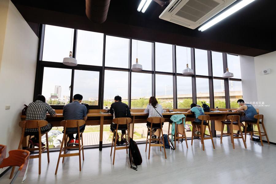 台中西屯│台中市立圖書館溪西分館-全台唯一可在高鐵列車上視線所及.建築生活美學概念圖書館