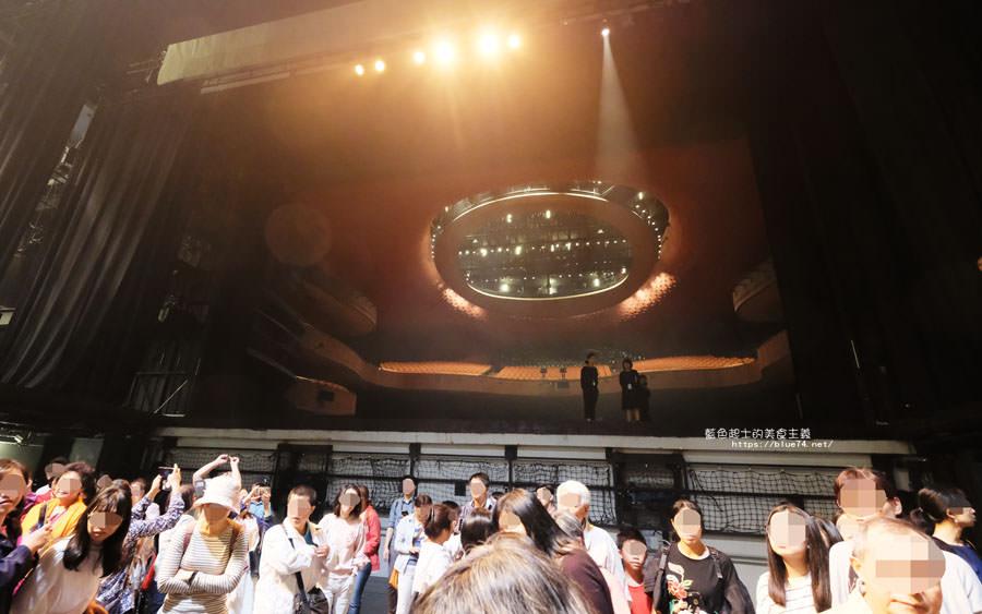 台中西屯│台中國家歌劇院-2018劇場導覽.劇場大冒險.踏上舞台.近距離接觸所有神秘劇場機關.全程可以拍照可以錄影耶