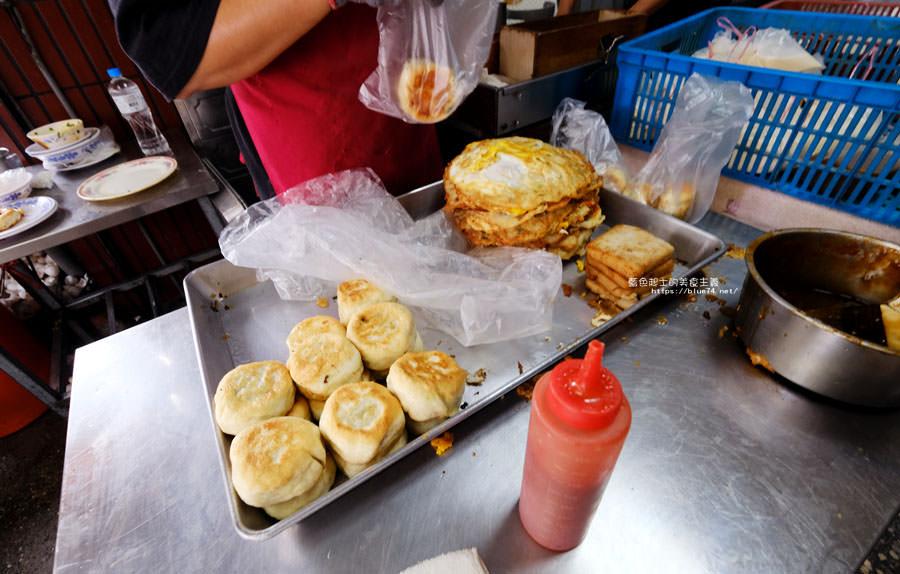 20180510011604 82 - 有春早點|國術館裡的早餐店,古早味麵糊蛋餅加上水煎包,再訪饅頭加燒餅