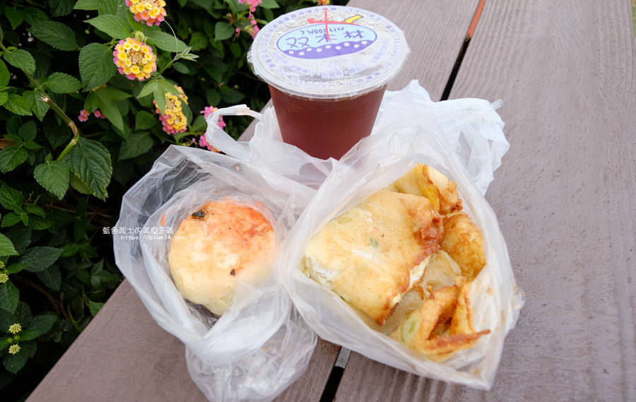20180510011613 28 - 有春早點|國術館裡的早餐店,古早味麵糊蛋餅加上水煎包,再訪饅頭加燒餅