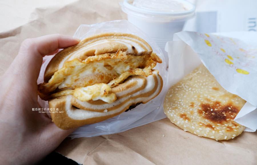 20180510011639 1 - 有春早點|國術館裡的早餐店,古早味麵糊蛋餅加上水煎包,再訪饅頭加燒餅