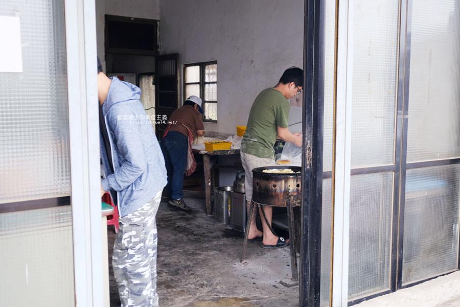20180511002247 2 - 山東菜盒子蔥油餅│應該只有在地人才會知道,超低調的民宅裡只賣蔥油餅跟韭菜盒兩種人氣點心