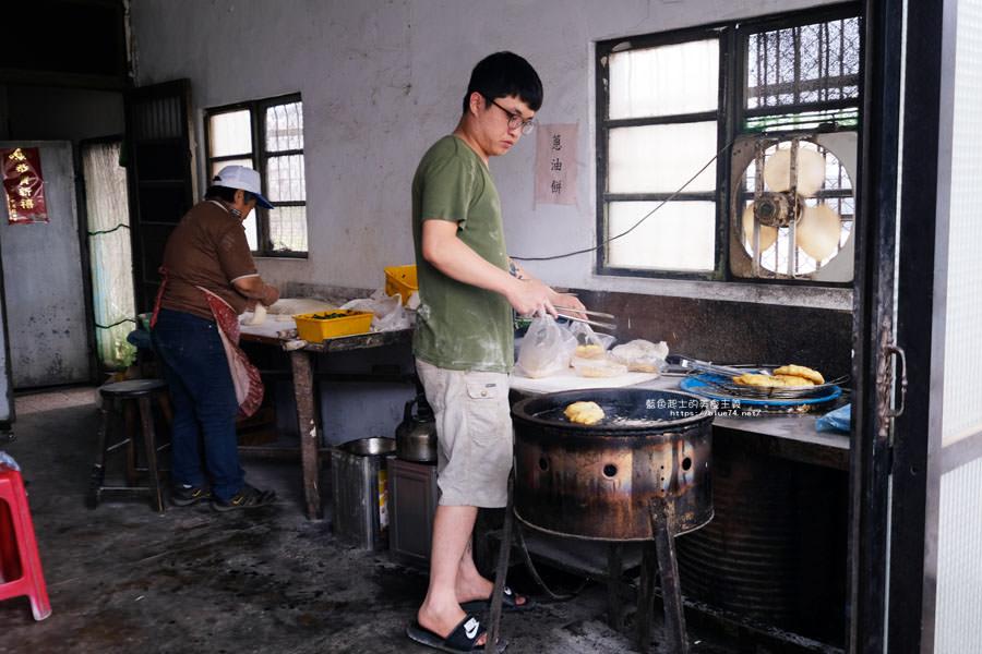 20180511002253 62 - 山東菜盒子蔥油餅│應該只有在地人才會知道,超低調的民宅裡只賣蔥油餅跟韭菜盒兩種人氣點心
