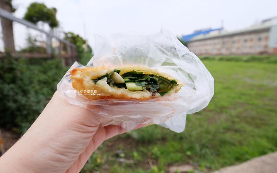 20180511002306 56 - 山東菜盒子蔥油餅│應該只有在地人才會知道,超低調的民宅裡只賣蔥油餅跟韭菜盒兩種人氣點心