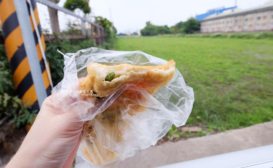 20180511002310 90 - 山東菜盒子蔥油餅│應該只有在地人才會知道,超低調的民宅裡只賣蔥油餅跟韭菜盒兩種人氣點心