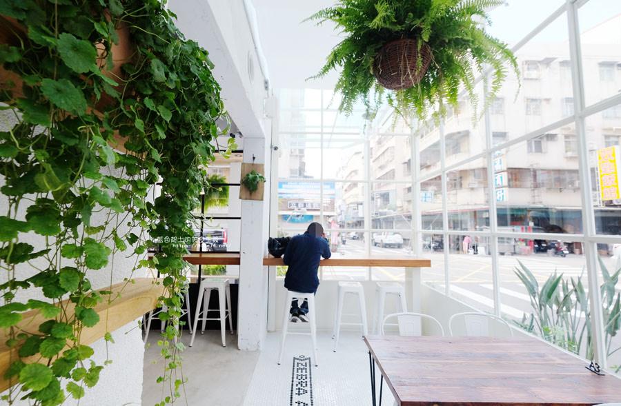20180515122603 89 - 斑馬公寓咖啡│綠意點綴視覺系玻璃屋,還有網美必拍斑馬打卡牆喔