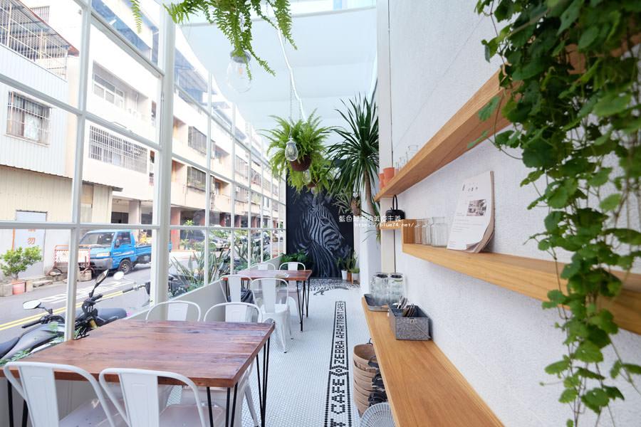 20180515122612 93 - 斑馬公寓咖啡│綠意點綴視覺系玻璃屋,還有網美必拍斑馬打卡牆喔
