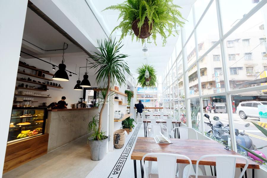 20180515122620 90 - 斑馬公寓咖啡│綠意點綴視覺系玻璃屋,還有網美必拍斑馬打卡牆喔