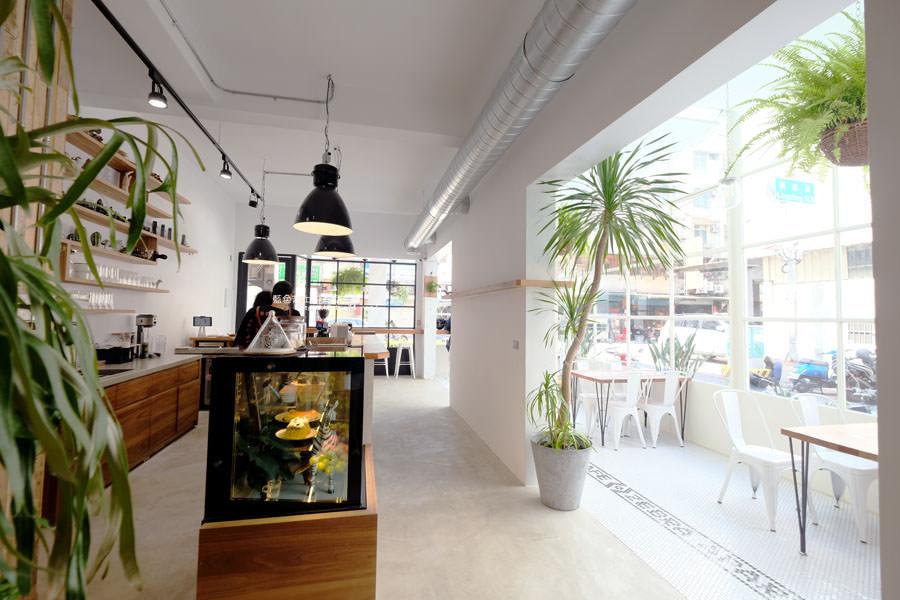 20180515122626 98 - 斑馬公寓咖啡│綠意點綴視覺系玻璃屋,還有網美必拍斑馬打卡牆喔